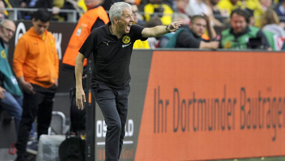 DORTMUND, GERMANY - AUGUST 26: Head coach Lucien Favre of Dortmund gestures during the Bundesliga match between Borussia Dortmund and RB Leipzig at Signal Iduna Park on August 26, 2018 in Dortmund, Germany. (Photo by TF-Images/Getty Images)