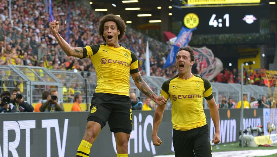 DORTMUND, GERMANY - AUGUST 26: Axel Witsel of Dortmund celebrates after scoring his team`s third goal during the Bundesliga match between Borussia Dortmund and RB Leipzig at Signal Iduna Park on August 26, 2018 in Dortmund, Germany. (Photo by TF-Images/Getty Images)