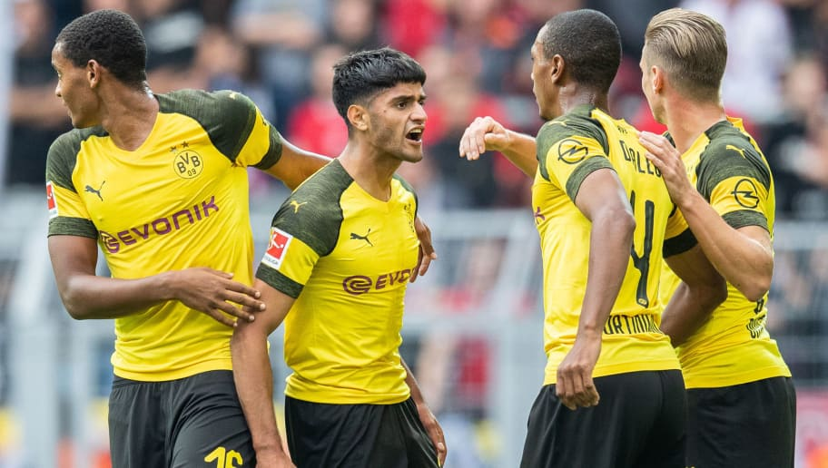 DORTMUND, GERMANY - AUGUST 26: Mahmoud Dahoud of Borussia Dortmund celebrates with team mates after scoring his team's first goal during the Bundesliga match between Borussia Dortmund and RB Leipzig at Signal Iduna Park on August 26, 2018 in Dortmund, Germany. (Photo by Boris Streubel/Getty Images)