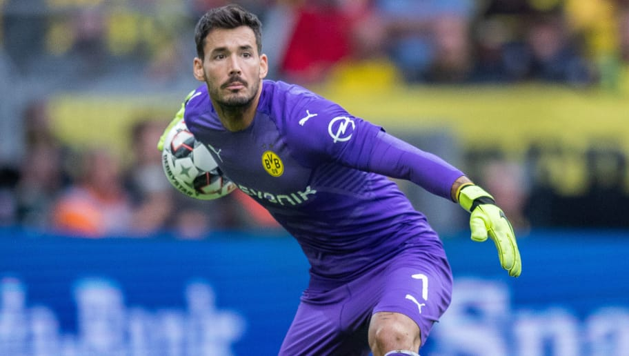 DORTMUND, GERMANY - AUGUST 26: Goalkeeper Roman Buerki of Borussia Dortmund in action during the Bundesliga match between Borussia Dortmund and RB Leipzig at Signal Iduna Park on August 26, 2018 in Dortmund, Germany. (Photo by Boris Streubel/Getty Images)