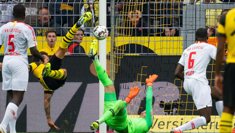 DORTMUND, GERMANY - AUGUST 26: Axel Witsel of Borussia Dortmund scores the team`s third goal during the Bundesliga match between Borussia Dortmund and RB Leipzig at Signal Iduna Park on August 26, 2018 in Dortmund, Germany. (Photo by TF-Images/Getty Images)