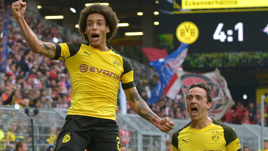 DORTMUND, GERMANY - AUGUST 26: Axel Witsel of Borussia Dortmund celebrates after scoring his team`s third goal during the Bundesliga match between Borussia Dortmund and RB Leipzig at Signal Iduna Park on August 26, 2018 in Dortmund, Germany. (Photo by TF-Images/Getty Images)