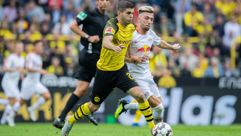 DORTMUND, GERMANY - AUGUST 26: Christian Pulisic of Borussia Dortmund is challenged by Kevin Kampl of RB Leipzig during the Bundesliga match between Borussia Dortmund and RB Leipzig at Signal Iduna Park on August 26, 2018 in Dortmund, Germany. (Photo by Boris Streubel/Getty Images)