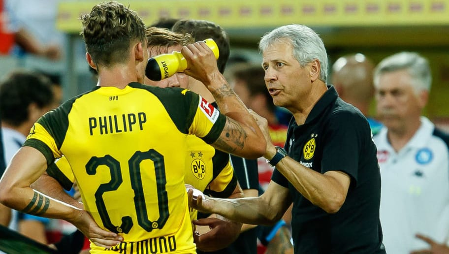ST GALLEN, SWITZERLAND - AUGUST 07: Head coach Lucien Favre of Dortmund speaks with Maximilian Philipp of Dortmund during the friendly match between Borussia Dortmund and S.S.C. Napoli on August 7, 2018 in St Gallen, Switzerland. (Photo by TF-Images/Getty Images)