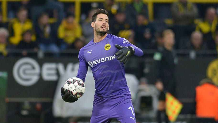 DORTMUND, GERMANY - DECEMBER 01: Goalkeeper Roman Buerki of Dortmund controls the ball during the Bundesliga match between Borussia Dortmund and Sport-Club Freiburg at Signal Iduna Park on December 01, 2018 in Dortmund, Germany. (Photo by TF-Images/Getty Images)