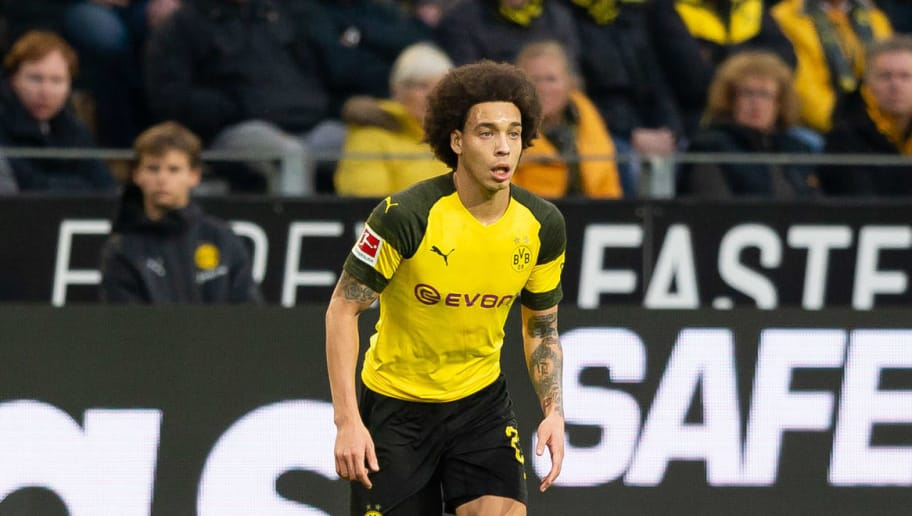 DORTMUND, GERMANY - DECEMBER 01: Axel Witsel of Dortmund controls the ball during the Bundesliga match between Borussia Dortmund and Sport-Club Freiburg at Signal Iduna Park on December 01, 2018 in Dortmund, Germany. (Photo by TF-Images/Getty Images)