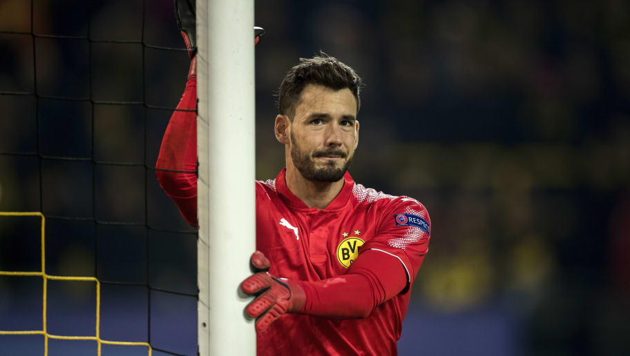 DORTMUND, GERMANY - NOVEMBER 21:  Goalkeeper Roman Buerki of Borussia Dortmund looks on during the UEFA Champions League group H match between Borussia Dortmund and Tottenham Hotspur at Signal Iduna Park on November 21, 2017 in Dortmund, Germany.  (Photo by Boris Streubel/Getty Images)