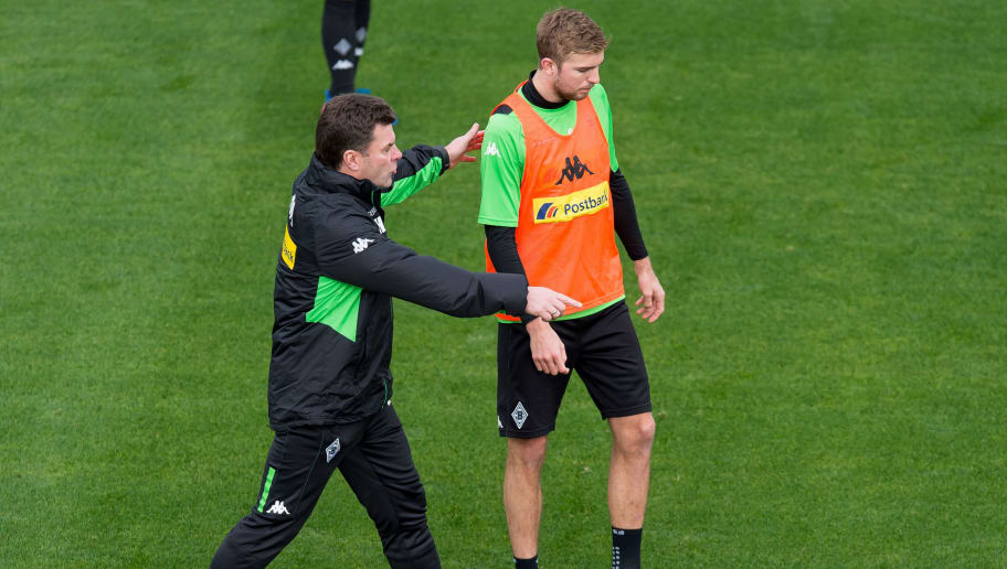 MARBELLA, SPAIN - JANUARY 07: Head couch Dieter Hecking of Borussia Moenchengladbach and Christoph Kramer of Borussia Moenchengladbach in action during a Training Session at Borussia Moenchengladbach Training Camp on January 07, 2017 in Marbella, Spain. (Photo by TF-Images/Getty Images)