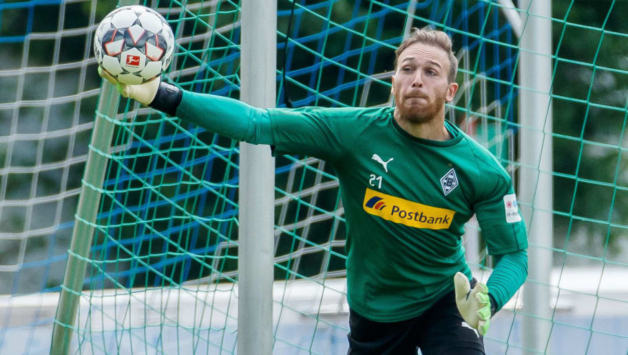 ROTTACH-EGERN, GERMANY - JULY 25: Goalkeeper Tobias Sippel of Moenchengladbach controls the ball during the Borussia Moenchengladbach training camp on July 25, 2018 in Rottach-Egern, Germany. (Photo by TF-Images/Getty Images)