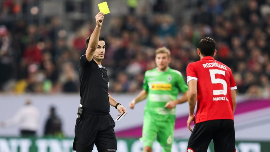 DUESSELDORF, GERMANY - JANUARY 14: Jose Rodriguez Martinez of Mainz (R) is snown a yellow card by referee during the Telekom Cup 2017 match between Borussia Moenchengladbach and 1. FSV Mainz 05 at Esprit-Arena on January 14, 2017 in Duesseldorf, Germany. (Photo by Maja Hitij/Bongarts/Getty Images)