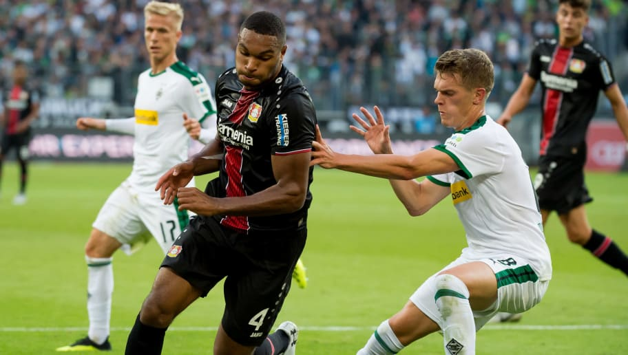 MOENCHENGLADBACH, GERMANY - AUGUST 25: Jonathan Tah of Bayer 04 Leverkusen and Matthias Ginter of Borussia Moenchengladbach battle for the ball during the Bundesliga match between Borussia Moenchengladbach and Bayer 04 Leverkusen at Borussia-Park on August 25, 2018 in Moenchengladbach, Germany. (Photo by TF-Images/Getty Images)