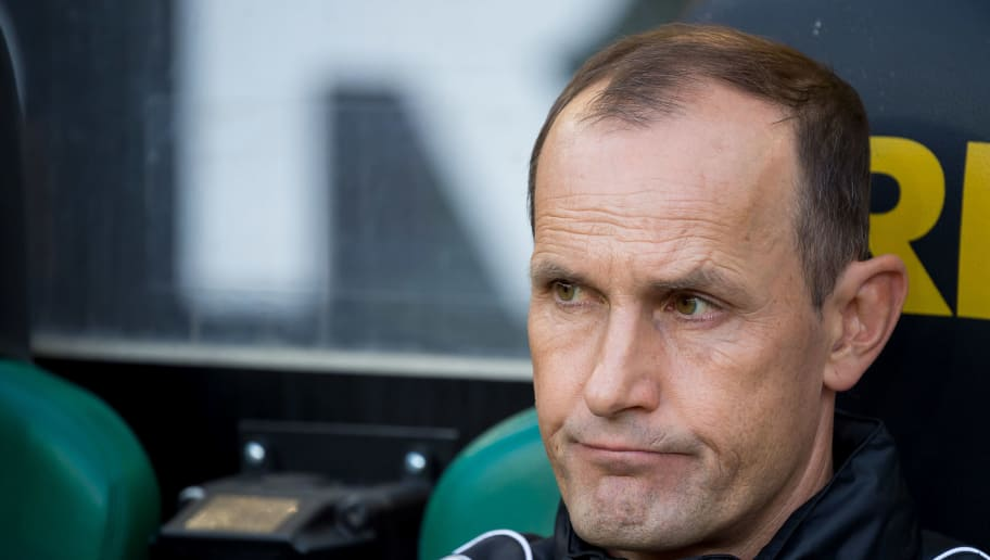 MOENCHENGLADBACH, GERMANY - AUGUST 25: Head coach Heiko Herrlich of Bayer 04 Leverkusen looks on during the Bundesliga match between Borussia Moenchengladbach and Bayer 04 Leverkusen at Borussia-Park on August 25, 2018 in Moenchengladbach, Germany. (Photo by TF-Images/Getty Images)