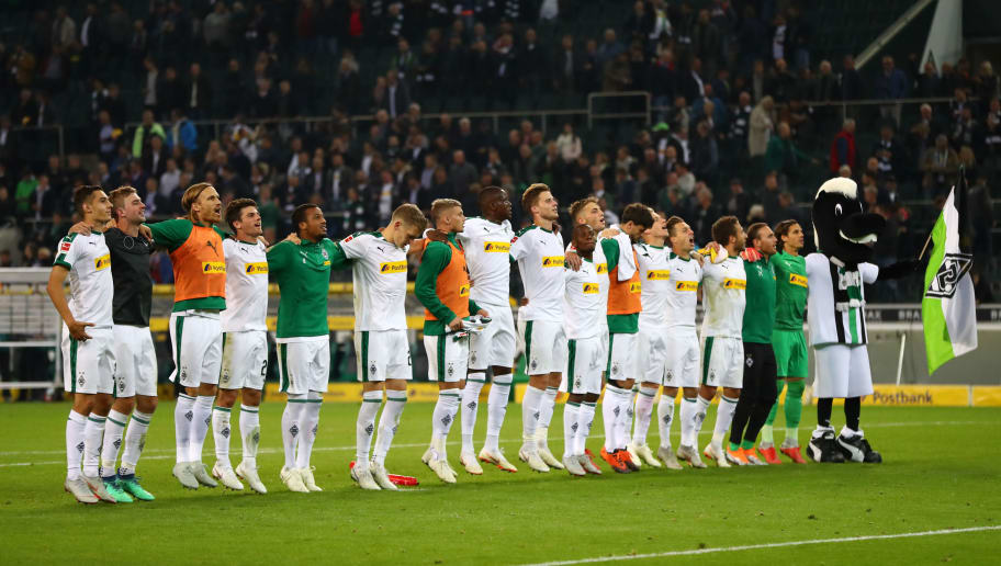 MOENCHENGLADBACH, GERMANY - SEPTEMBER 26:  Players of Borussia Monchengladbach acknowledges the fans following their sides victory in the Bundesliga match between Borussia Moenchengladbach and Eintracht Frankfurt at Borussia-Park on September 26, 2018 in Moenchengladbach, Germany.  (Photo by Dean Mouhtaropoulos/Bongarts/Getty Images)