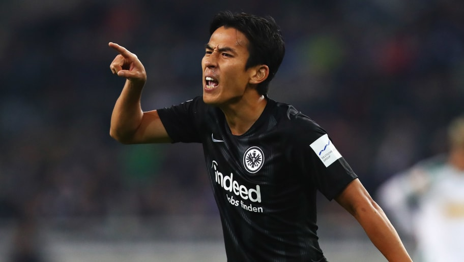 MOENCHENGLADBACH, GERMANY - SEPTEMBER 26:  Makoto Hasebe of Eintracht Frankfurt speaks to his team mates during the Bundesliga match between Borussia Moenchengladbach and Eintracht Frankfurt at Borussia-Park on September 26, 2018 in Moenchengladbach, Germany.  (Photo by Dean Mouhtaropoulos/Bongarts/Getty Images)