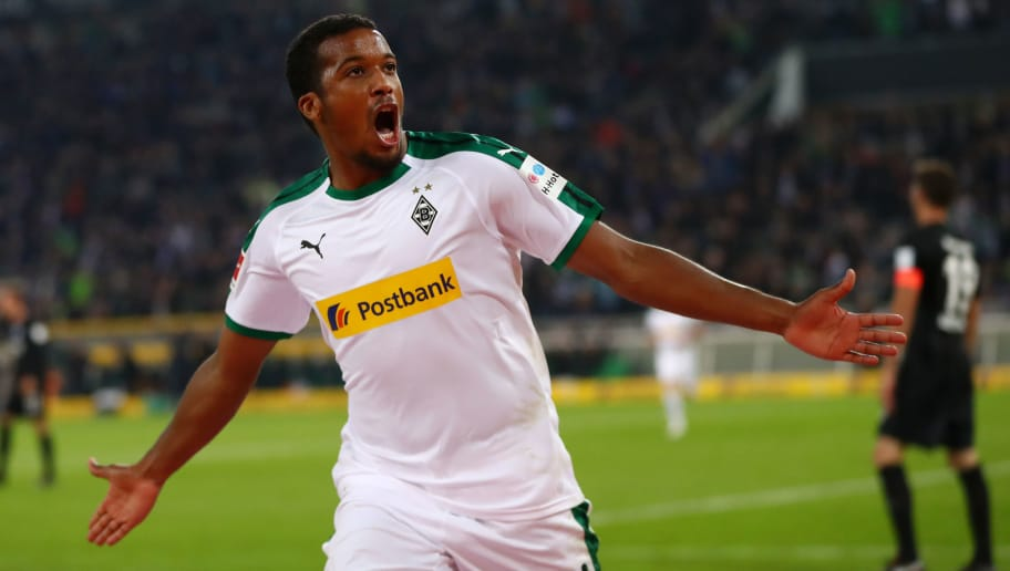 MOENCHENGLADBACH, GERMANY - SEPTEMBER 26:  Alassane Plea of Borussia Monchengladbach celebrates after scoring his team's first goal during the Bundesliga match between Borussia Moenchengladbach and Eintracht Frankfurt at Borussia-Park on September 26, 2018 in Moenchengladbach, Germany.  (Photo by Dean Mouhtaropoulos/Bongarts/Getty Images)