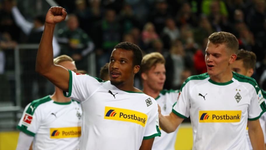 MOENCHENGLADBACH, GERMANY - SEPTEMBER 26:  Alassane Plea of Borussia Monchengladbach celebrates with team mates after scoring his team's first goal during the Bundesliga match between Borussia Moenchengladbach and Eintracht Frankfurt at Borussia-Park on September 26, 2018 in Moenchengladbach, Germany.  (Photo by Dean Mouhtaropoulos/Bongarts/Getty Images)