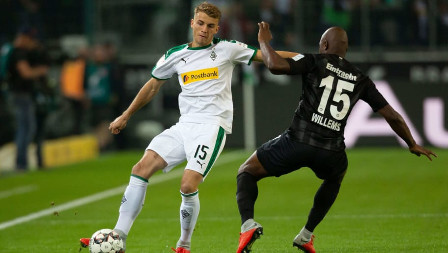 MOENCHENGLADBACH, GERMANY - SEPTEMBER 26: Louis Jordan Beyer of Borussia Moenchengladbach and Jetro Willems battle for the ball during the Bundesliga match between Borussia Moenchengladbach and Eintracht Frankfurt at Borussia-Park on September 26, 2018 in Moenchengladbach, Germany. (Photo by TF-Images/Getty Images)