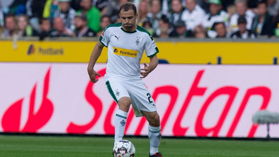 MOENCHENGLADBACH, GERMANY - SEPTEMBER 15: Tony Jantschke of Borussia Moenchengladbach of controls the ball during the Bundesliga match between Borussia Moenchengladbach and FC Schalke 04 at Borussia-Park on September 15, 2018 in Moenchengladbach, Germany. (Photo by TF-Images/TF-Images via Getty Images)