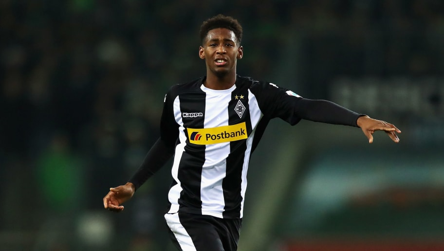 MOENCHENGLADBACH, GERMANY - DECEMBER 15:  Reece Oxford of Borussia Monchengladbach in action during the Bundesliga match between Borussia Moenchengladbach and Hamburger SV at Borussia-Park on December 15, 2017 in Moenchengladbach, Germany.  (Photo by Dean Mouhtaropoulos/Bongarts/Getty Images)