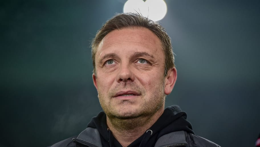 MOENCHENGLADBACH, GERMANY - NOVEMBER 25: Head coach Andre Breitenreiter of Hannover looks on during the Bundesliga match between Borussia Moenchengladbach and Hannover 96 at Borussia-Park on November 25, 2018 in Moenchengladbach, Germany. (Photo by TF-Images/Getty Images)