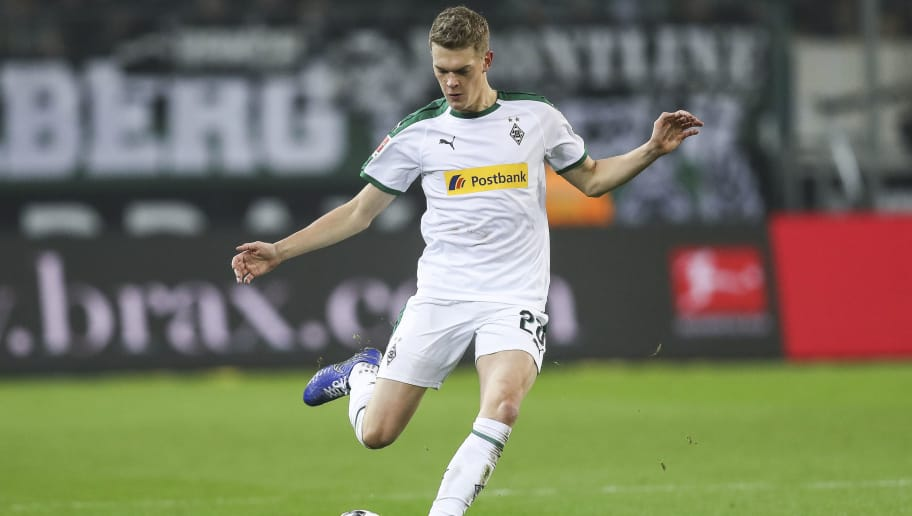 MOENCHENGLADBACH, GERMANY - NOVEMBER 25: Matthias Ginter #28 of Borussia Monchengladbach controls the ball during the Bundesliga match between Borussia Moenchengladbach and Hannover 96 at Borussia-Park on November 25, 2018 in Moenchengladbach, Germany. (Photo by Maja Hitij/Bongarts/Getty Images)