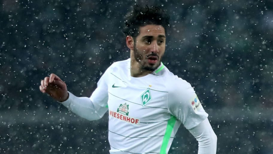 MOENCHENGLADBACH, GERMANY - MARCH 02: Ishak Belfodil of Bremen runs with the ball during the Bundesliga match between Borussia Moenchengladbach and SV Werder Bremen at Borussia-Park on March 2, 2018 in Moenchengladbach, Germany. The match between Moenchengladbach and Bremen ended 2-2. (Photo by Christof Koepsel/Bongarts/Getty Images)