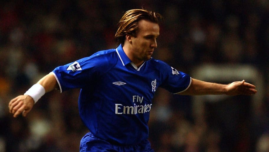 Boudewijn Zenden of Chelsea with the ball at his feet