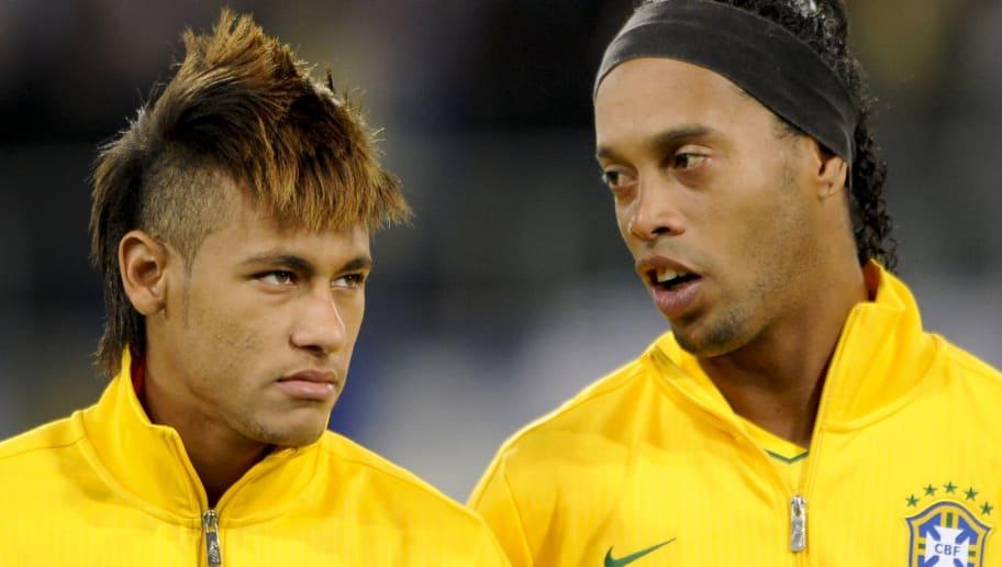 Brazil's forwards Neymar (L) and Ronaldi