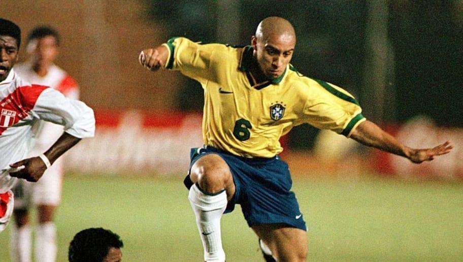 Brazil's Roberto Carlos (6) takes the ba