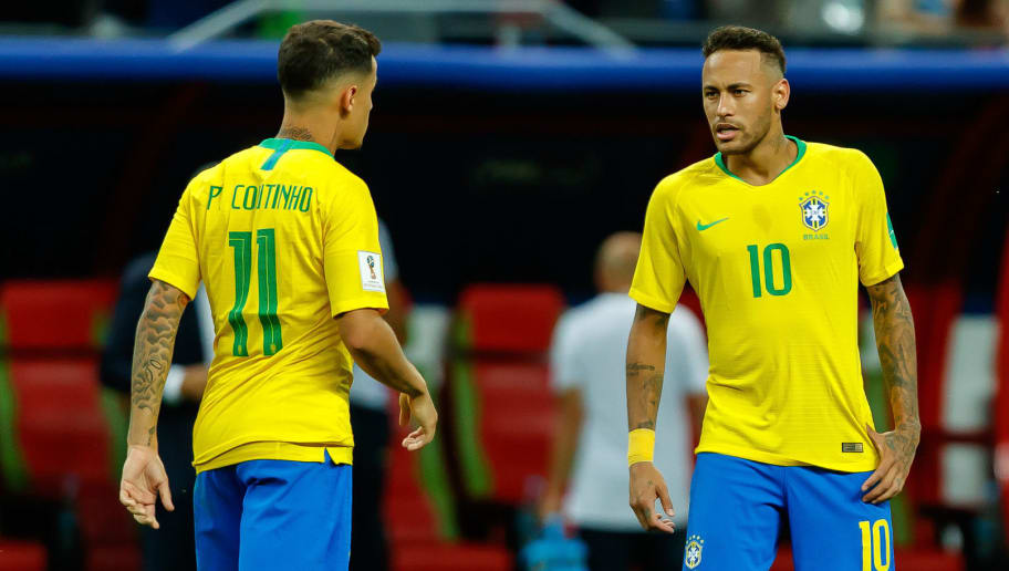KAZAN, RUSSIA - JULY 06: Phlippe Coutinho of Brazil speaks with Neymar of Brazil during the 2018 FIFA World Cup Russia Quarter Final match between Brazil and Belgium at Kazan Arena on July 6, 2018 in Kazan, Russia. (Photo by TF-Images/Getty Images)
