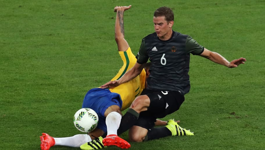 RIO DE JANEIRO, BRAZIL - AUGUST 20:  Gabriel Jesus of Brazil and Sven Bender of Germany challenge for the ball during the Men's Football Final between Brazil and Germany at the Maracana Stadium on Day 15 of the Rio 2016 Olympic Games on August 20, 2016 in Rio de Janeiro, Brazil.  (Photo by Buda Mendes/Getty Images)