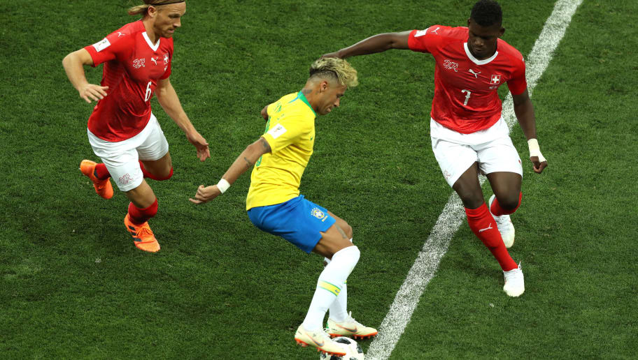 ROSTOV-ON-DON, RUSSIA - JUNE 17:  Neymar Jr of Brazil is challenged by sui6a and Breel Embolo of Switzerland  during the 2018 FIFA World Cup Russia group E match between Brazil and Switzerland at Rostov Arena on June 17, 2018 in Rostov-on-Don, Russia.  (Photo by Catherine Ivill/Getty Images)