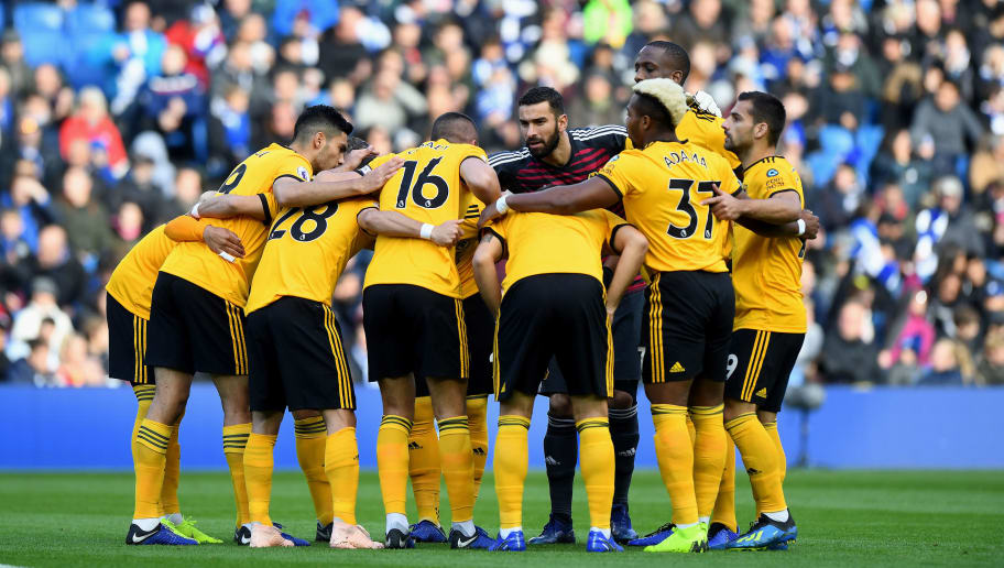 BRIGHTON, ENGLAND - OCTOBER 27: Rui Patricio of Wolverhampton Wanderers and team mates huddle during the Premier League match between Brighton & Hove Albion and Wolverhampton Wanderers at American Express Community Stadium on October 27, 2018 in Brighton, United Kingdom. (Photo by Sam Bagnall - AMA/Getty Images)