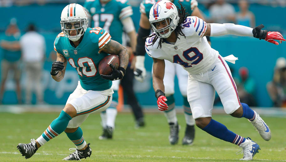 MIAMI, FL - DECEMBER 02: Kenny Stills #10 of the Miami Dolphins makes the catch during the first half against the Buffalo Bills at Hard Rock Stadium on December 2, 2018 in Miami, Florida.  (Photo by Michael Reaves/Getty Images)