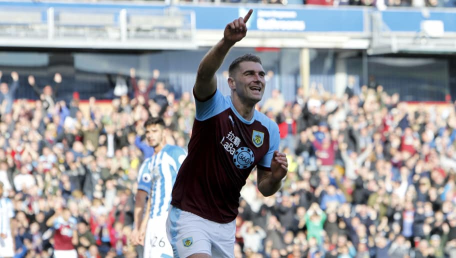BURNLEY, ENGLAND - OCTOBER 06: Sam Vokes of Burnley celebrates scoring the opening goal during the Premier League match between Burnley FC and Huddersfield Town at Turf Moor on October 6, 2018 in Burnley, United Kingdom. (Photo by Ben Early/Getty Images)