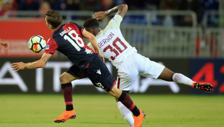 Cagliari, ITALY - MAY 06: Contrast with Nicolò Barella of Cagliari and Gerson of Romaduring the serie A match between Cagliari Calcio and AS Roma at Stadio Sant'Elia on May 6, 2018 in Cagliari, Italy.  (Photo by Enrico Locci/Getty Images)