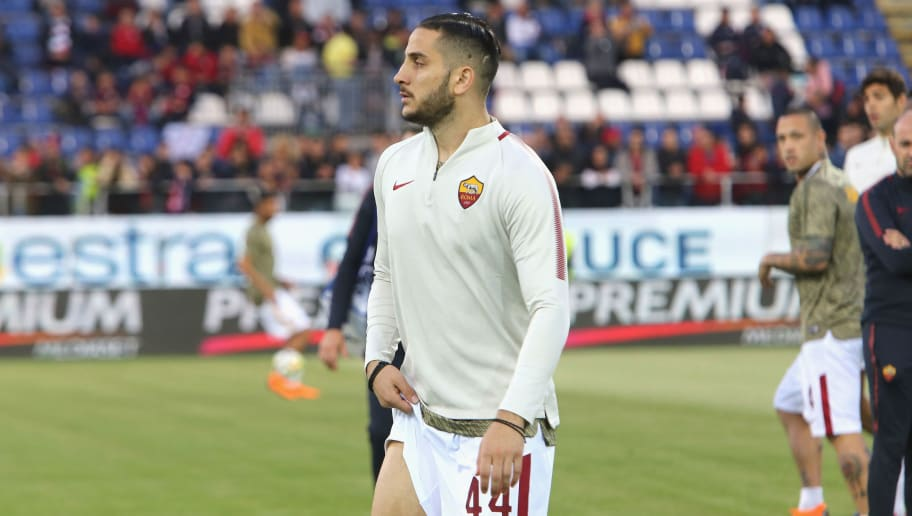 CAGLIARI, ITALY - MAY 06:  Kostas Manolas of Roma injured during the serie A match between Cagliari Calcio and AS Roma at Stadio Sant'Elia on May 6, 2018 in Cagliari, Italy.  (Photo by Enrico Locci/Getty Images)