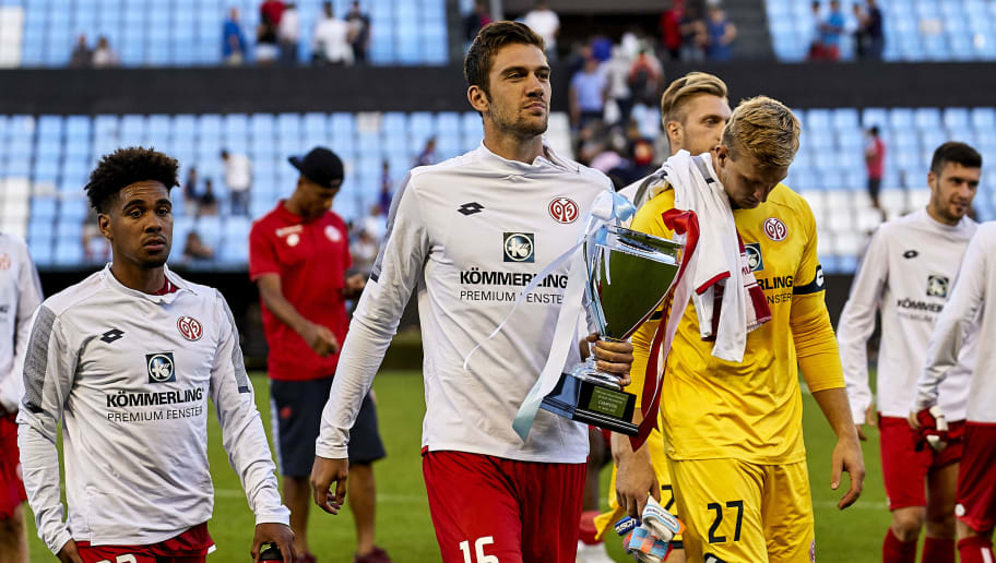 VIGO, SPAIN - AUGUST 11:  Stefan Bell of Mainz 05 and his team mates with the cup as winners of the 'Memorial Quinocho' trophy during the pre-season friendly match between Celta de Vigo and Mainz 05 at Estadio de Balaidos on August 11, 2018 in Vigo, Spain.  (Photo by Quality Sport Images/Getty Images)