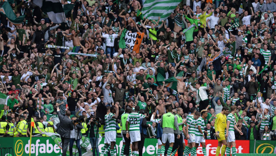 GLASGOW, SCOTLAND - SEPTEMBER 02:  Players of Celtic applauds fans after the Scottish Premier League match between Celtic and Rangers at Celtic Park Stadium on September 2, 2018 in Glasgow, Scotland.  (Photo by Mark Runnacles/Getty Images)