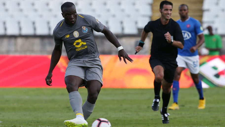 OEIRAS, PORTUGAL - AUGUST 19:  Vincent Aboubakar of FC Porto in action during the Liga NOS match between CF Os Belenenses and FC Porto at Estadio Nacional on August 19, 2018 in Oeiras, Portugal.  (Photo by Gualter Fatia/Getty Images)