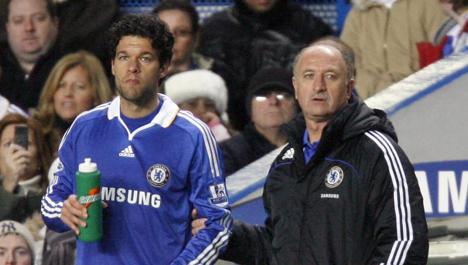 Chelsea's Brazilian manager Luiz Felipe Scolari (R) and German midfielder Michael Ballack (L) watches the Premier League football match against Newcastle at Stamford Bridge, London, on November 22, 2008. AFP PHOTO / Glyn Kirk  FOR EDITORIAL USE ONLY Additional licence required for any commercial/promotional use or use on TV or internet (except identical online version of newspaper) of Premier League/Football League photos. Tel DataCo +44 207 2981656. Do not alter/modify photo (Photo credit should read GLYN KIRK/AFP/Getty Images)