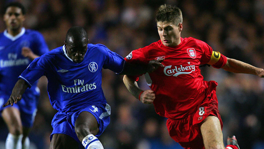 LONDON, United Kingdom:  Chelsea's Claude Makelele (L) and Liverpool's captain Steven Gerrard vie for the ball during their first leg semi-final Champions League football match at Stamford Bridge in London 27 April, 2005.      AFP PHOTO/ODD ANDERSEN  (Photo credit should read ODD ANDERSEN/AFP/Getty Images)