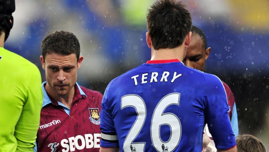 Chelsea's English defender John Terry (R