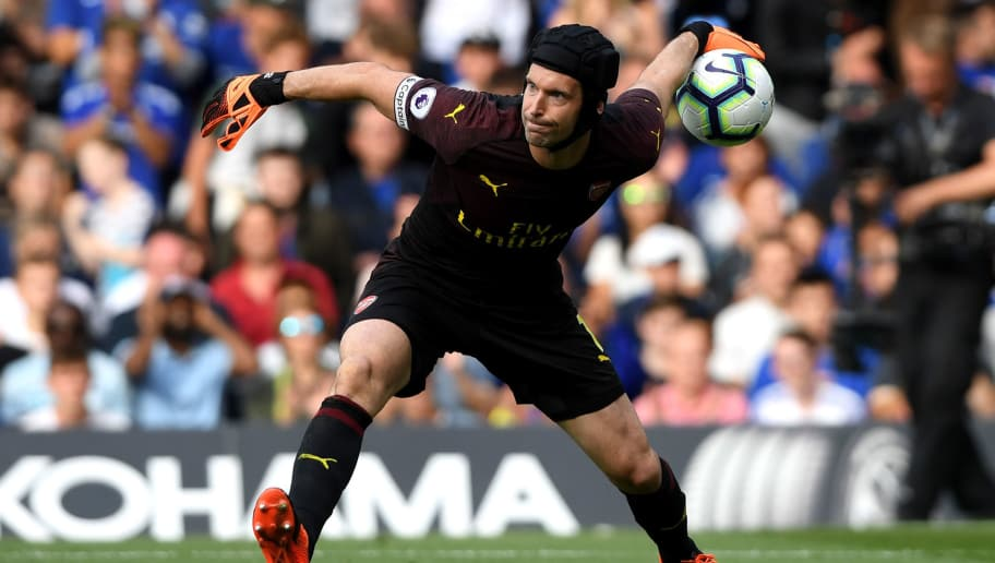LONDON, ENGLAND - AUGUST 18:  Petr Cech of Arsenal throws the ball during the Premier League match between Chelsea FC and Arsenal FC at Stamford Bridge on August 18, 2018 in London, United Kingdom.  (Photo by Mike Hewitt/Getty Images)