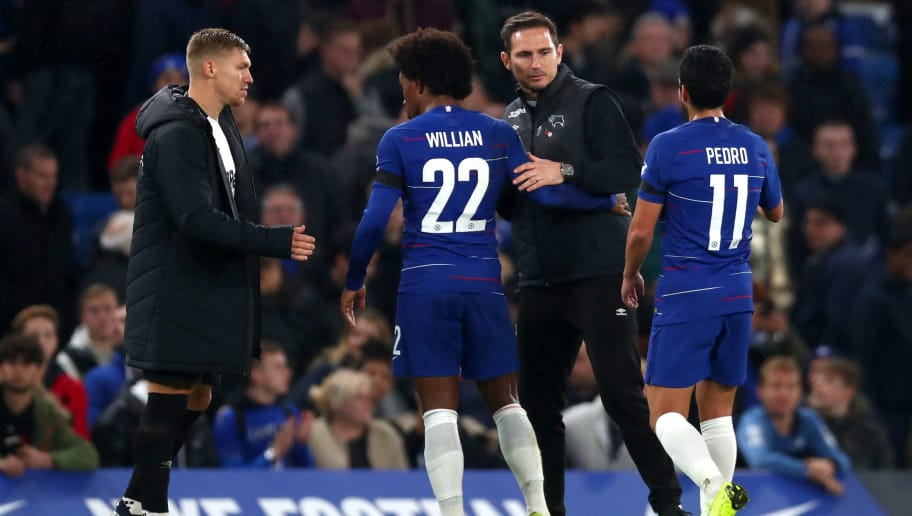 LONDON, ENGLAND - OCTOBER 31: Frank Lampard of Derby County embraces Willian of Chelsea and Pedro of Chelsea after the Carabao Cup Fourth Round match between Chelsea and Derby County at Stamford Bridge on October 31, 2018 in London, England.  (Photo by Clive Rose/Getty Images)