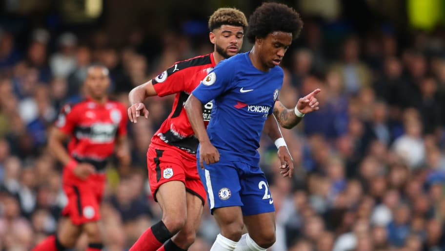 LONDON, ENGLAND - MAY 09:  Willian of Chelsea controls the ball as Philip Billing of Huddersfield Town looks on during the Premier League match between Chelsea and Huddersfield Town at Stamford Bridge on May 9, 2018 in London, England.  (Photo by Catherine Ivill/Getty Images)