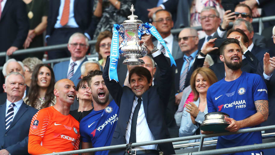 LONDON, ENGLAND - MAY 19:  Antonio Conte, Manager of Chelsea lifts the Emirates FA Cup Trophy following his sides victory in The Emirates FA Cup Final between Chelsea and Manchester United at Wembley Stadium on May 19, 2018 in London, England.  (Photo by Catherine Ivill/Getty Images)