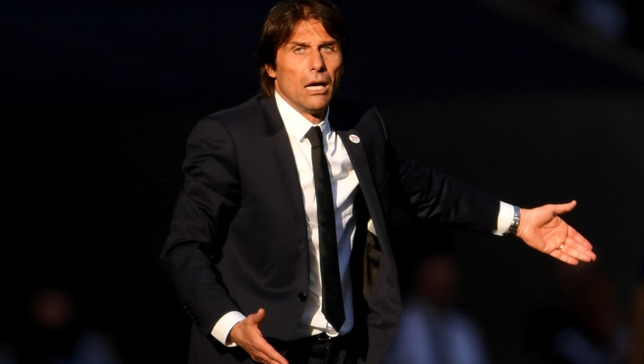 LONDON, ENGLAND - MAY 19:  Antonio Conte, Manager of Chelsea gives his team instructions during The Emirates FA Cup Final between Chelsea and Manchester United at Wembley Stadium on May 19, 2018 in London, England.  (Photo by Laurence Griffiths/Getty Images)