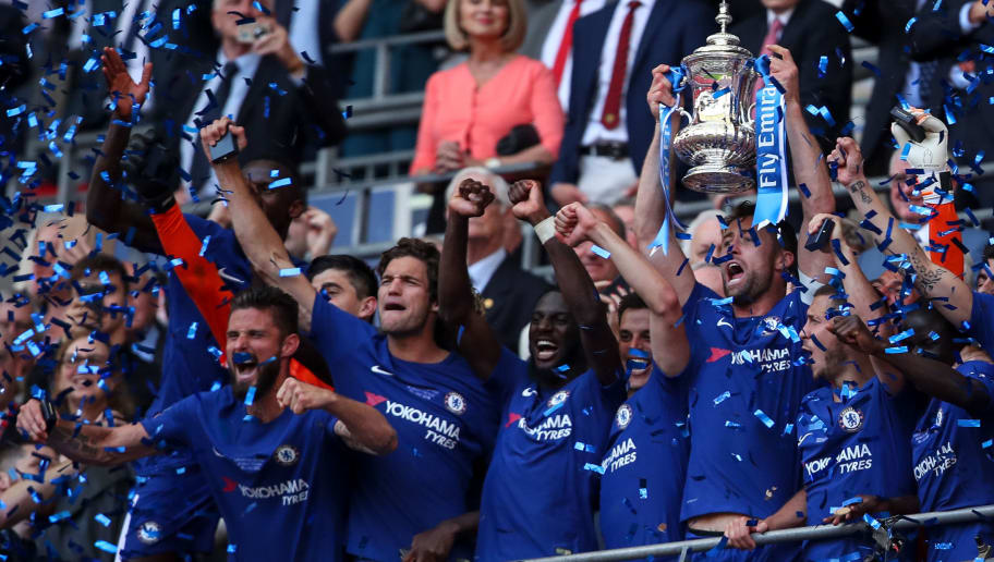 LONDON, ENGLAND - MAY 19: Gary Cahill of Chelsea lifts the FA Cup trophy with his team mates during The Emirates FA Cup Final between Chelsea and Manchester United at Wembley Stadium on May 19, 2018 in London, England. (Photo by Robbie Jay Barratt - AMA/Getty Images)