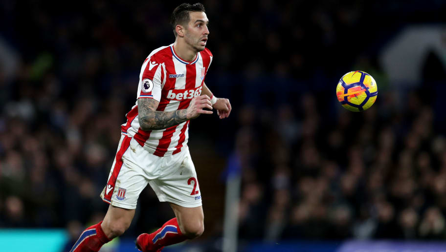LONDON, ENGLAND - DECEMBER 30: Geoff Cameron of Stoke City during the Premier League match between Chelsea and Stoke City at Stamford Bridge on December 30, 2017 in London, England. (Photo by Catherine Ivill/Getty Images)